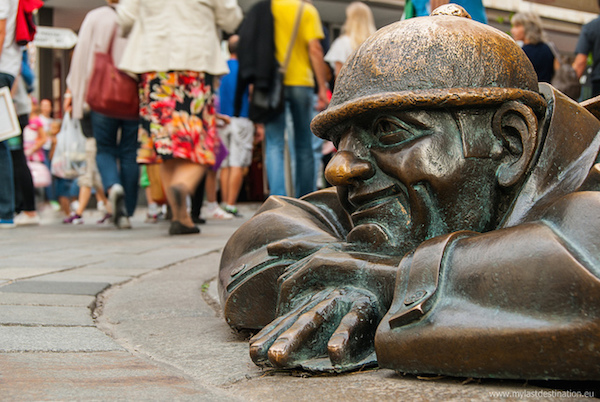 bronze sculpture of a man at work in bratislava