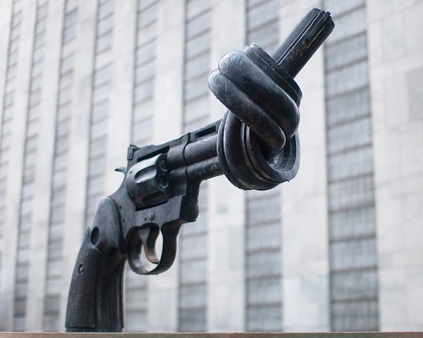 photo of the knotted gun modern sculpture in new york