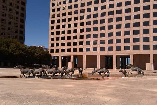 horse sculptures in texas the mustangs of las colinas